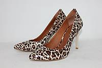 Женские туфли лодочки из натуральной лаковой кожи под рептилию тигрового цвета на бежевом каблуке