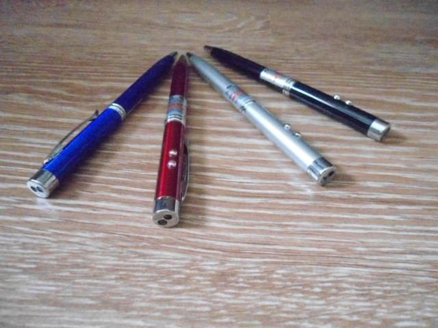 И ручка и лазер и фонарик 3 в 1 Pen+Laser