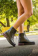 Ботинки женские черного цвета  цвета на шнуровке с бордовой вставкой на подошве
