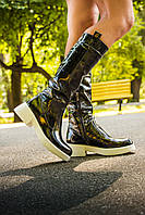 Сапоги кожаные черного цвета из наплака  на белой подошве на узкую ногу