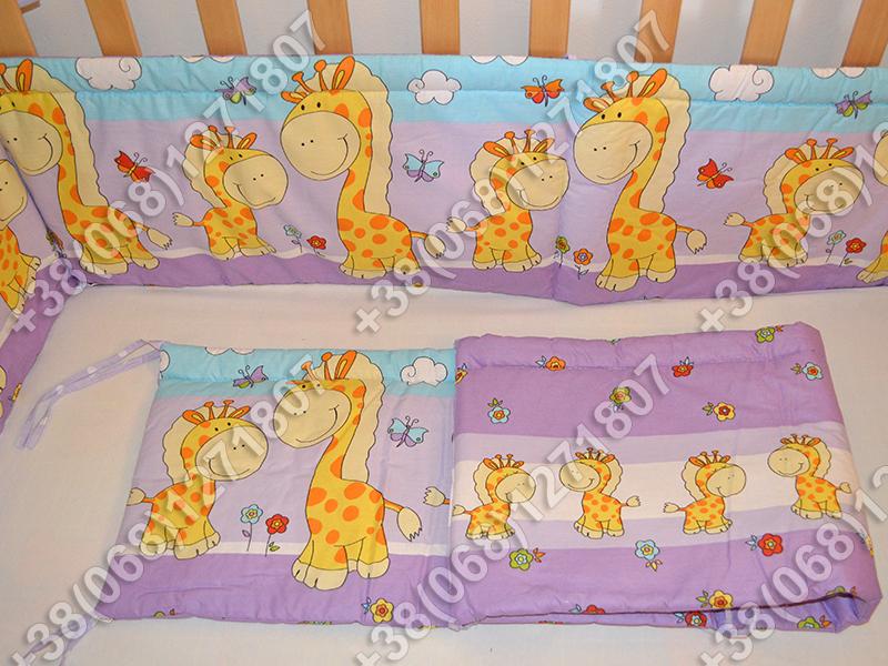 Бортики в детскую кроватку защита бампер Жираф фиолетовый