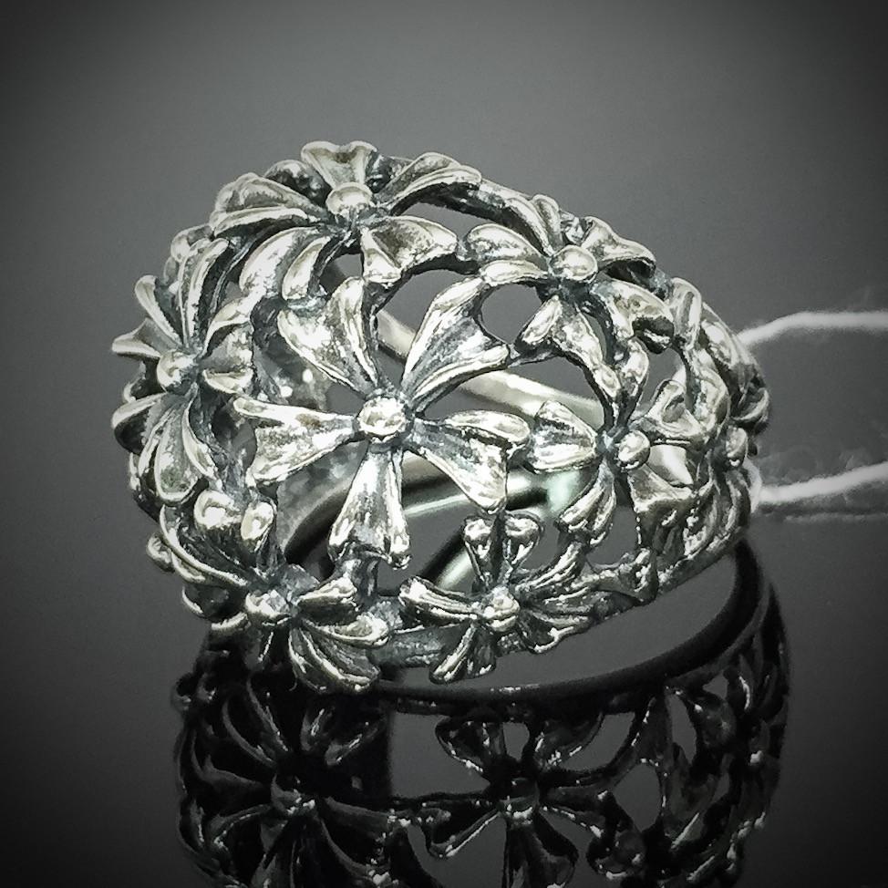 Серебряное кольцо с орнаментом в виде цветов