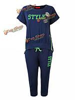 Спортивный костюм футболка и брюки капри