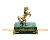 Бронзовая статуэтка Конь на подставке с ножками в подарок