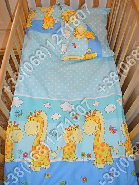 Детское постельное белье и защита (бортик) в детскую кроватку (жираф голубой)