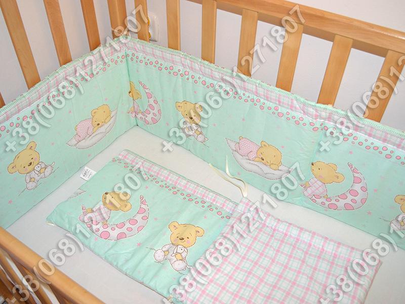 Бортики в детскую кроватку защита со съемными чехлами Мишка на месяце салатовый