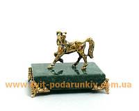Сувенир бронзовая фигурка Лошадь на подставке с ножками