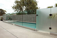 Ограждение для бассейнов из стекла