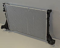 Радиатор охлаждения двигателя 2.3dCi на Renault Master III 2010->(+/-AC) —  Renault (Оригинал) - 214107695R