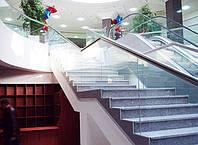 Ограждение из стекла для лестниц