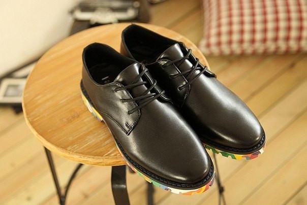 Туфли с цветной подошвой
