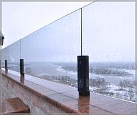 Ограждение из стекла и метала
