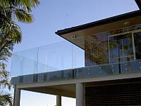 Стеклянное ограждение на балкон