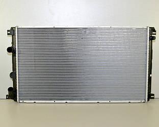 Радиатор охлаждения двигателя на Renault Master II 03->2010 2.5dCi + 3.0dCi —  Renault (Оригинал) - 7701057120