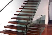 Красивое лестничное ограждение из стекла