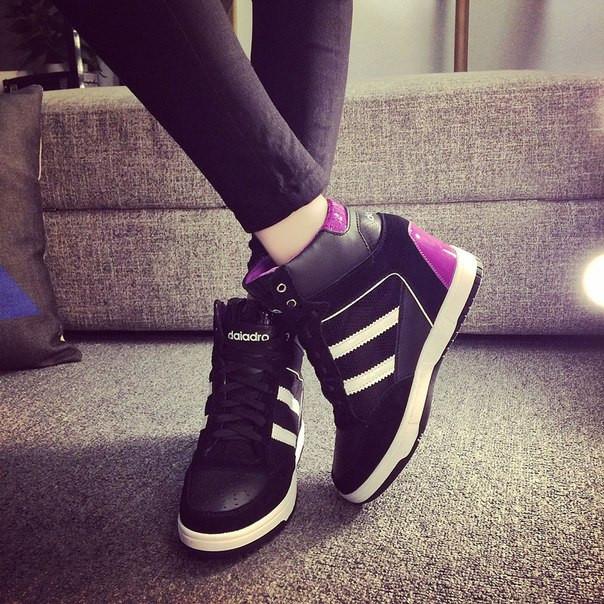 Женские натуральные кроссовки