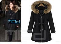 Женское пальто с меховым капюшоном