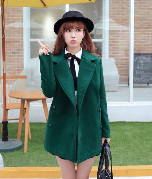 Женское пальто с большим воротником