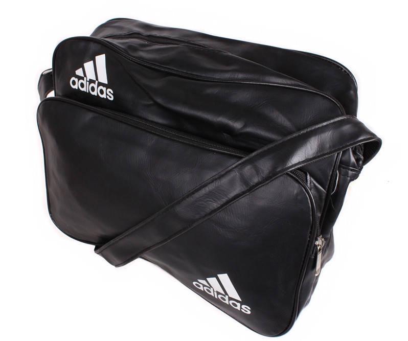 Модная сумка черного цвета