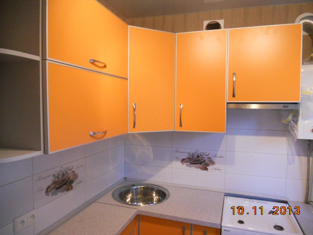 Кухня з алюмінієвою рамкою