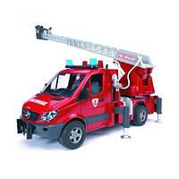 Пожарный МВ Sprinter с лестницей ( водяная помпа свет и звук), М1:16 (02532)