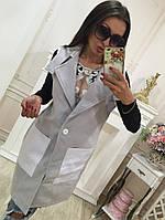Кашемировая удлиненная женская жилетка прямого кроя на пуговицах с накладными карманами и отложным воротником