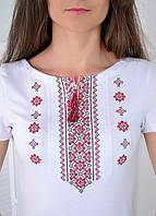 Белая женская трикотажная футболка-вышиванка с красной вышивкой