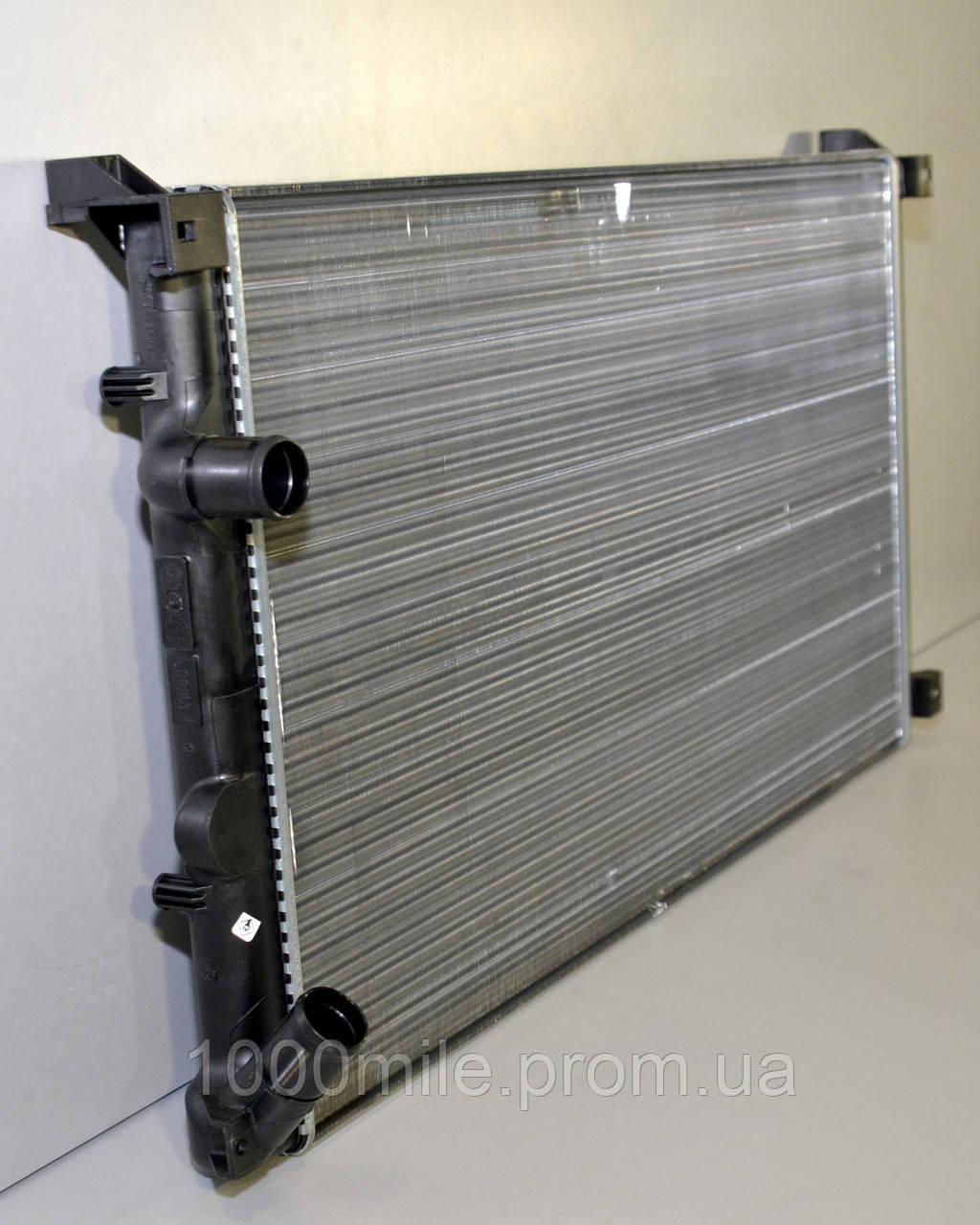 Радиатор охлаждения двигателя на Renault Master II 03->10 1.9+2.2+2.5+3.0dCi — Renault (Оригинал) - 7701057119