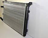 Радиатор охлаждения двигателя на Renault Master II 03->10 1.9+2.2+2.5+3.0dCi — Renault (Оригинал) - 7701057119, фото 2