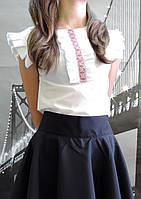 Рубашка-блуза для девочки с дековативнной вставкой.
