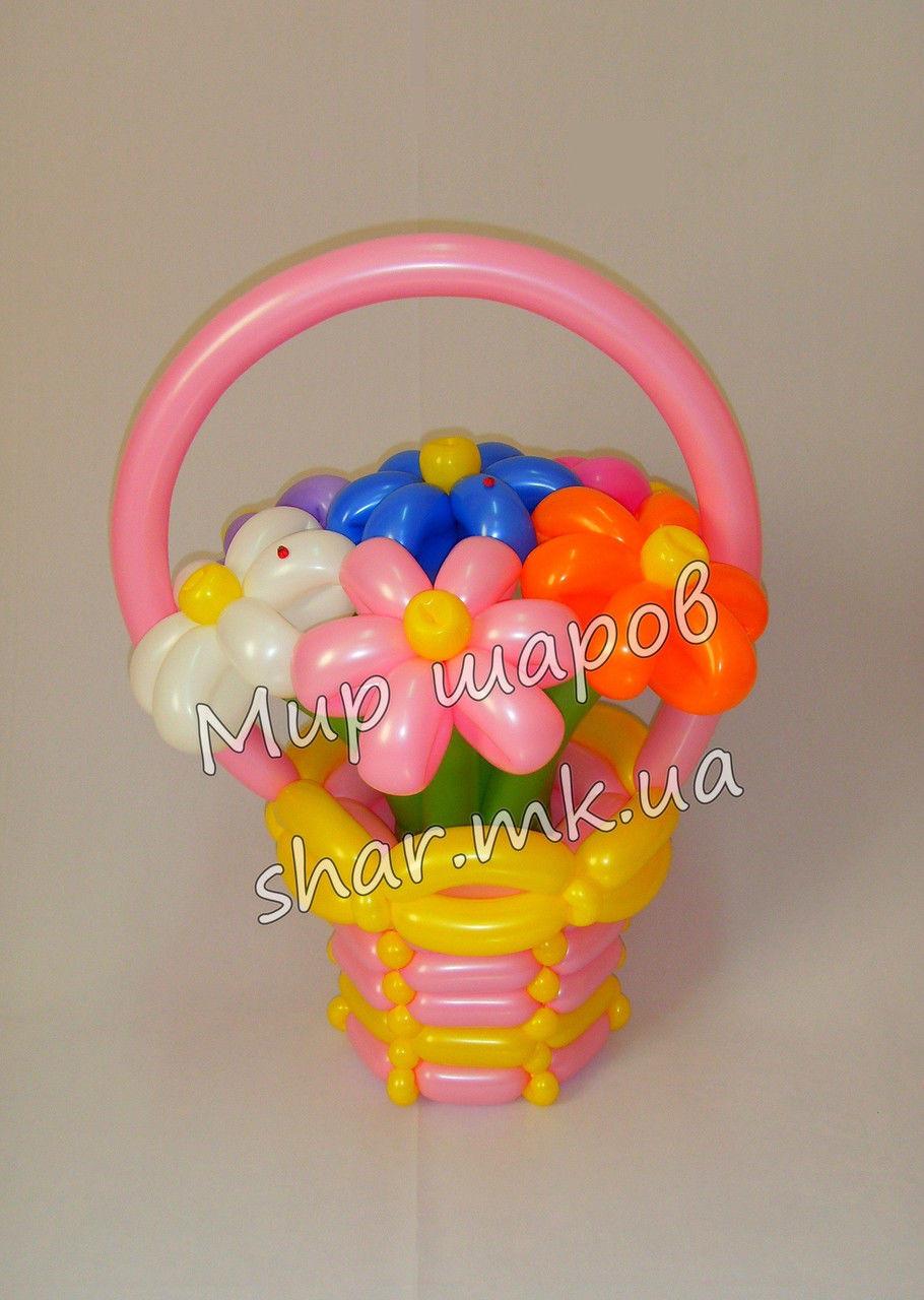 7 ромашек в корзине из воздушных шаров