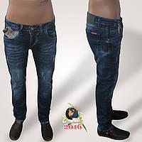 Зауженные мужские джинсы slim Mario батал синего цвета с потёртостями.