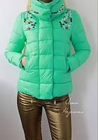 Женская короткая куртка с камнями