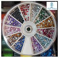 Стразы пластиковые в большой карусели для дизайна ногтей капельки цветные
