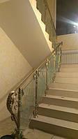 Лестница со стеклянными ограждениями