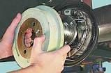 Замена задних тормозных колодок (барабанные тормозные механизмы), фото 4