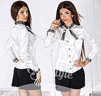 Женская атласная блуза украшена кружевом