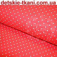 Хлопковая ткань с белыми звёздочками 8 мм на красном фоне (№389а)