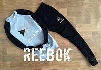 Спортивный костюм Reebok серое туловище, черные рукава и штаны, ф2738