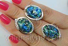 Комплект серебряных украшений с опалами, фианитами и золотом - кольцо и серьги.