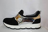Молодежные кроссовки на застежке-липучке на белой платформе