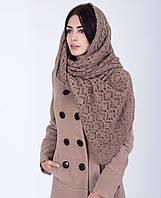 Широкая женская шаль с ажурным узором