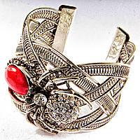 Браслет Коралл широкий скобка  металл паук держащий камень со стразами