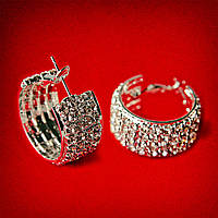 [25 мм] Серьги-кольца итальянский замок с белыми стразами маленького размера светлый металл 4 ряда металлическая окантовка