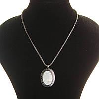 Кулон на цепочке Перламутр крупный темно серый металл оправа греческий узор овальная
