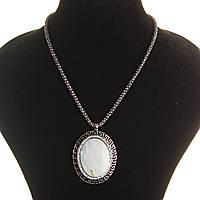 Кулон на цепочке Перламутр крупный темно серый металл греческая оправа  со стразами овальная
