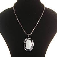 Кулон на цепочке Перламутр крупный темно серый металл со стразами овальная оправа полосатая