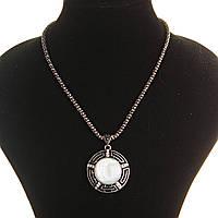 Кулон на цепочке Перламутр крупный темно серый металл со стразами круглая оправа полосатая