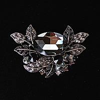[70/40 мм.] Брошь цветочная с яркими крупными камнями темных оттенков, металл серый темный