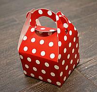 """Праздничная упаковочная коробочка """"Горошек"""", картон, цвет красный, 9*9*6 см"""